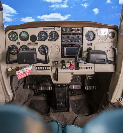 Cessna 152 Interior Inflight Pilot Training