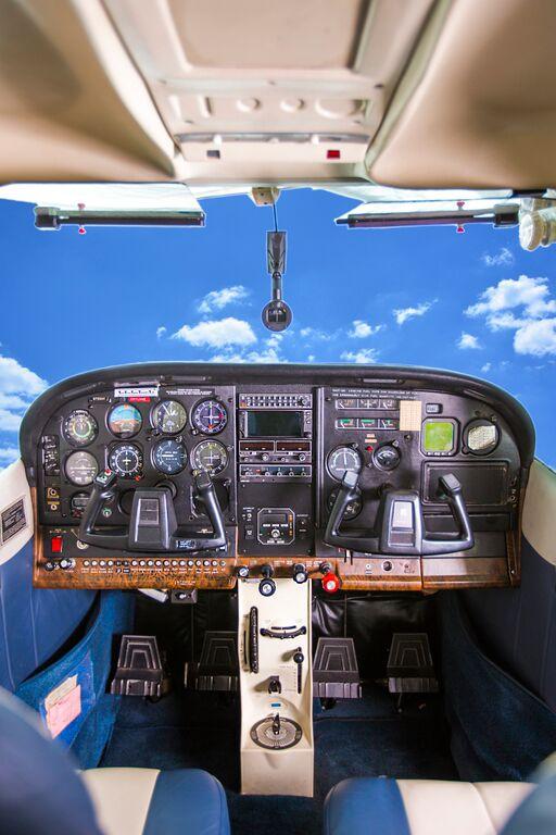 Cessna 182 Interior Inflight Pilot Training